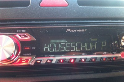 Houseschuh Podcast im Autoradio