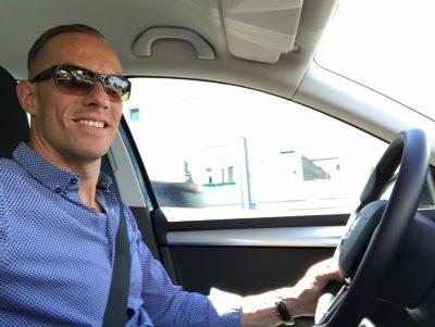 Stefan hört Houseschuh beim Autofahren